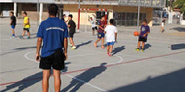 Cinc patis escolars de Cornellà oberts cada tarda per jugar i fer esport