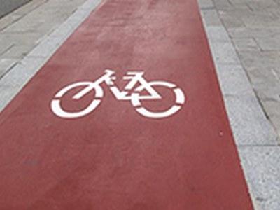 Un quilòmetre de nou carril bici a la zona industrial d'Almeda
