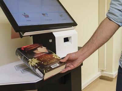 Nou servei d'autopréstec a les biblioteques de Cornellà