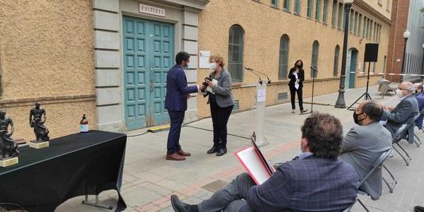Premis a l'Institut Esteve Terradas i a l'escola SAMC
