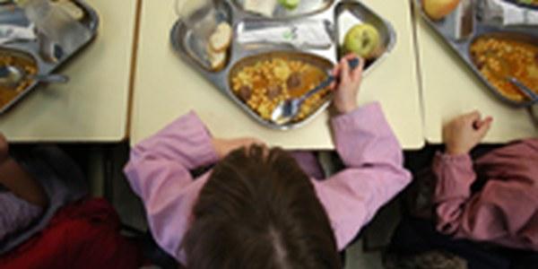 Reorganització del servei de beques menjador per a garantir els àpats a infants en situació de vulnerabilitat