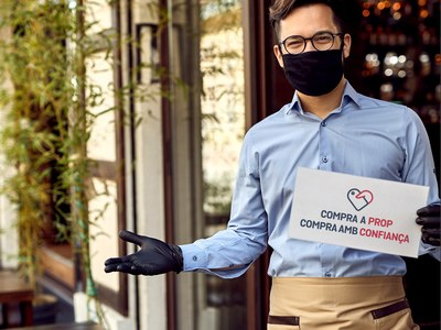 Las personas que ya se habían beneficiado de la tarjeta Cornellà Compra a Prop, pueden recargarla o volver a adquirirla