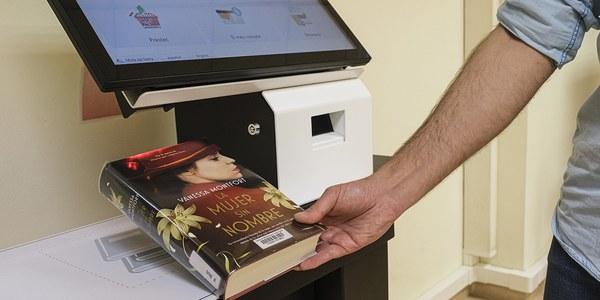 Nuevo servicio de autopréstamo en las bibliotecas de Cornellà