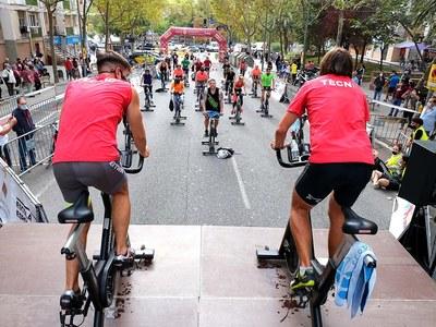 Gran éxito de la mañana sin coches y con actividades deportivas en la avenida de Sant Ildefons